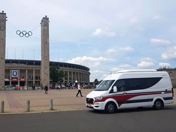 #camperliebe vor dem Olympiastadion